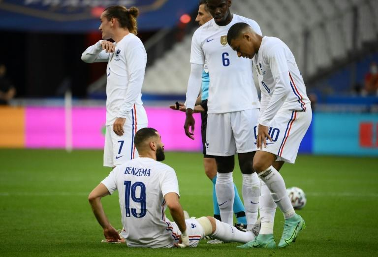 Karim Benzema left the field injured during France's friendly match with Bulgaria