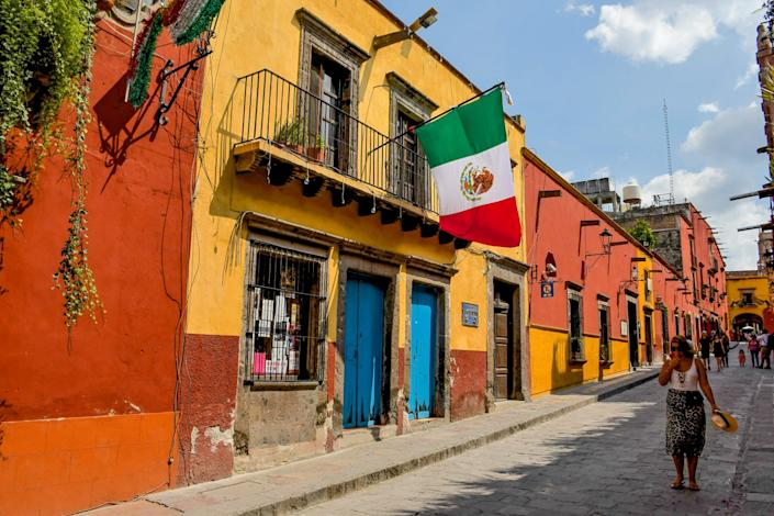 """Storefronts and signs in the historic center of Mexico's San Miguel de Allende. <span class=""""copyright"""">(Christopher Reynolds / Los Angeles Times)</span>"""