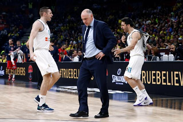 Basketball - EuroLeague Final Four Semi Final A - CSKA Moscow vs Real Madrid - ?Stark Arena?, Belgrade, Serbia - May 18, 2018 Real Madrid coach Pablo Laso looks on, as Fabien Causeur and Facundo Campazzo react REUTERS/Alkis Konstantinidis