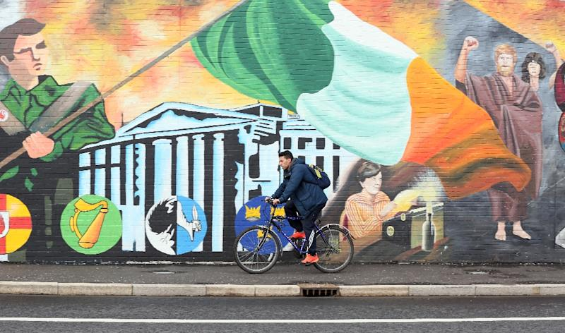 Political parties in Northern Ireland started a three-week countdown to form a power-sharing executive following a divided election result