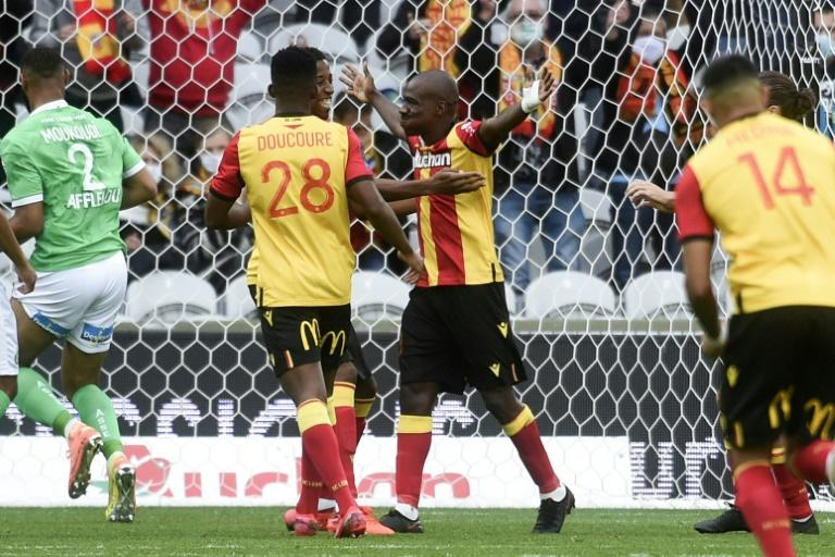 Kakuta penalty sends promoted Lens up to second
