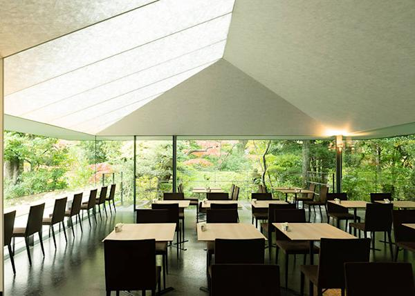 The ceiling is made of material like Japanese paper. The durability and appearance are noticeable on first sight.