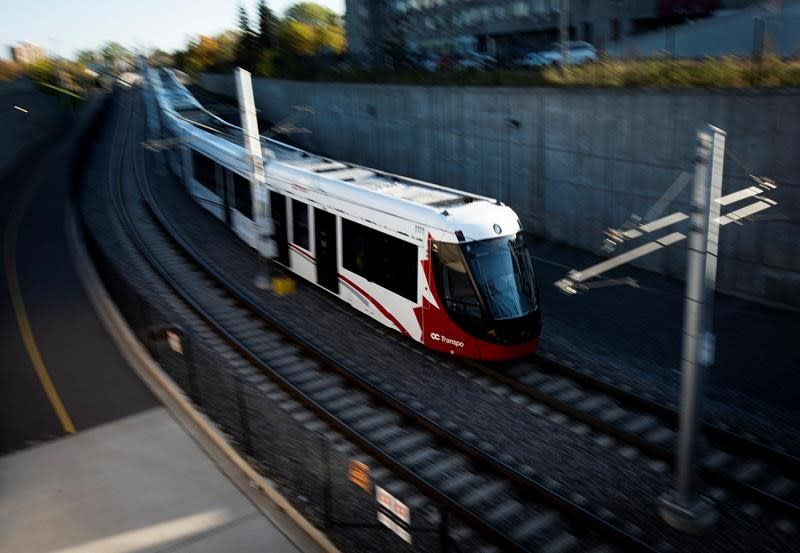 Despite Ottawa's LRT woes, experts say don't judge right away