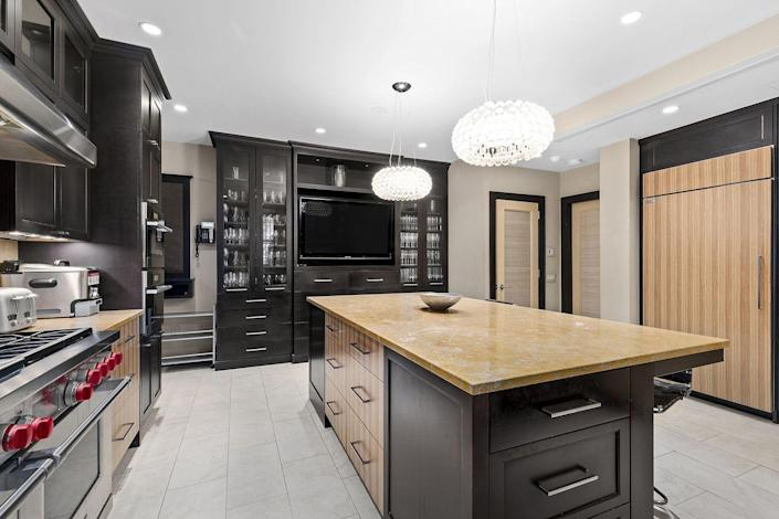 4) The chef's-style kitchen has been fully modernized with top-of-the-line appliances.