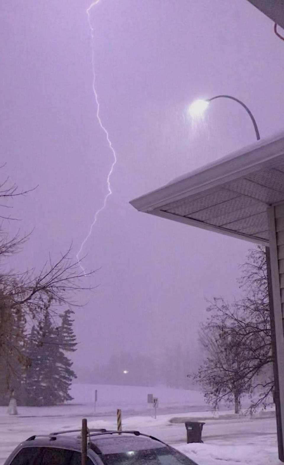 A second round of thundersnow in Alberta, but conditions to improve
