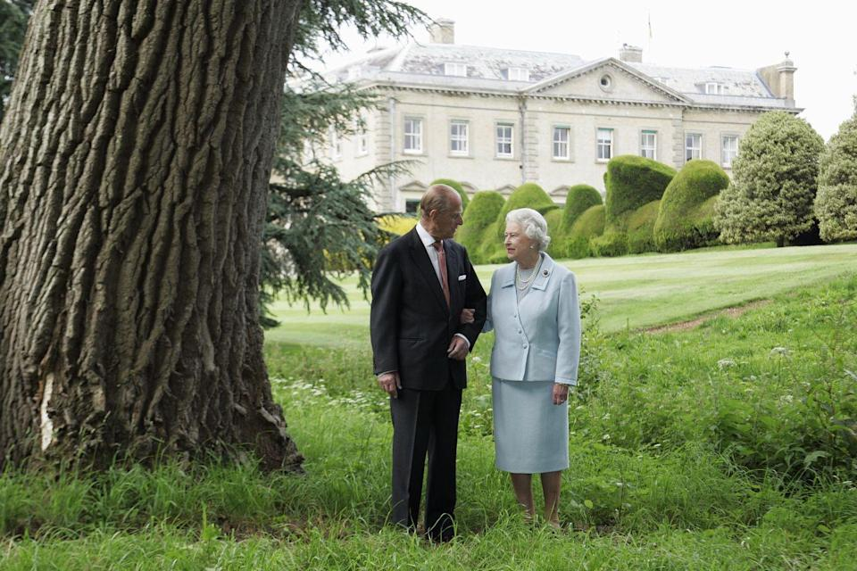 <p>The Queen and Prince Philip re-visit Broadlands to mark their Diamond Wedding Anniversary in 2007.</p>