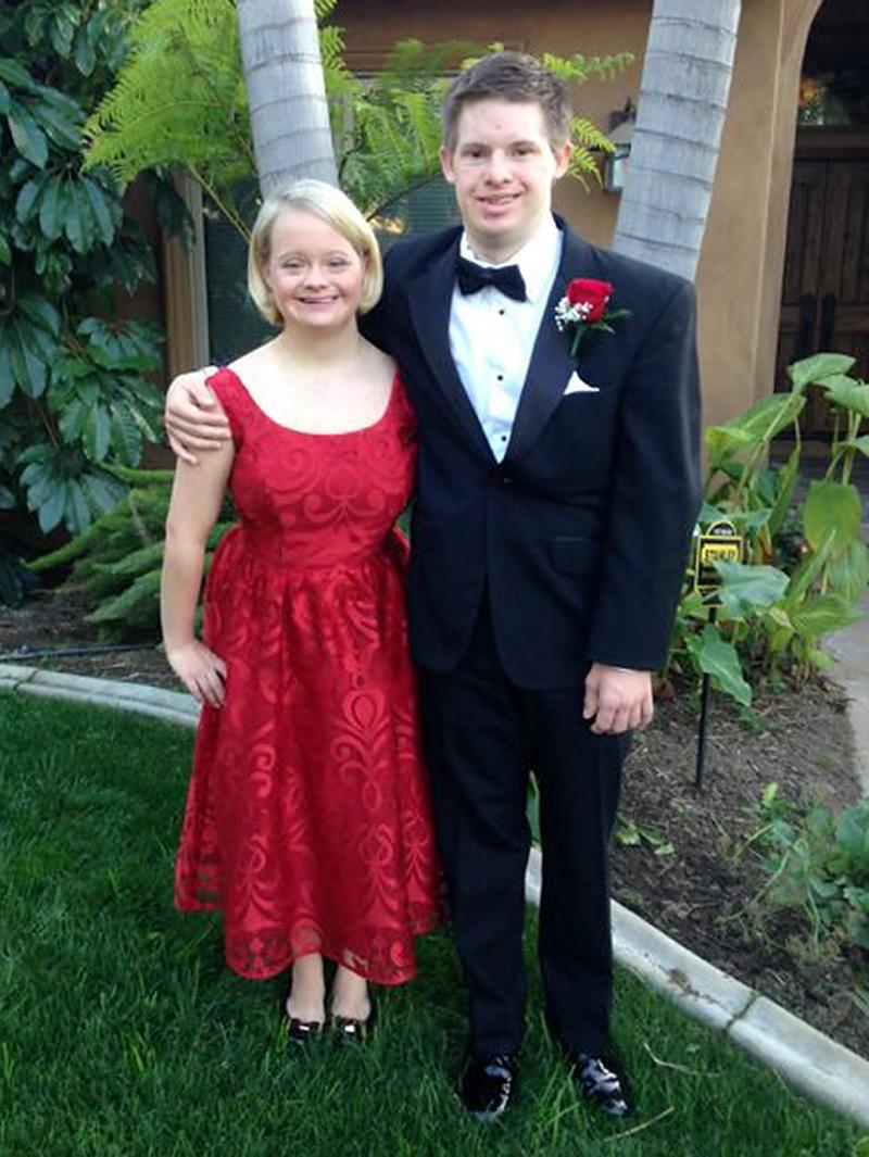 """<p>Former <i>Glee</i> actress Lauren Potter was already talking with a wedding designer from TLC's <i>Say Yes to the Dress</i> when fiancé Timothy Spear called off their nuptials less than six months after they were engaged in August 2016. """"It hurts,"""" Potter told <a rel=""""nofollow"""" href=""""https://www.yahoo.com/celebrity/glee-actress-lauren-potter-engagement-182633010.html"""" data-ylk=""""slk:People;outcm:mb_qualified_link;_E:mb_qualified_link;ct:story;"""" class=""""link rapid-noclick-resp yahoo-link""""><i>People</i></a>. Still, Potter was already moving on and had gone on dates by Valentine's Day. (Photo: Twitter)<br><br></p>"""