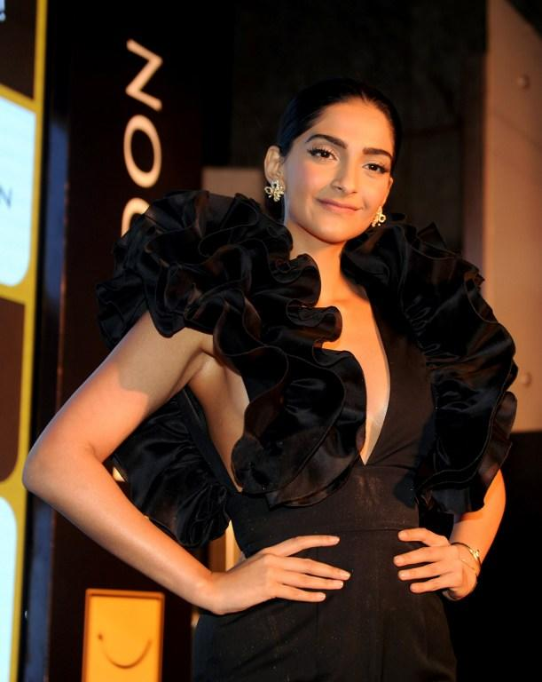<p>Indian Bollywood actress Sonam Kapoor attends a promotional event in Mumbai on March 2, 2017.<br /> / AFP PHOTO / STRINGER </p>