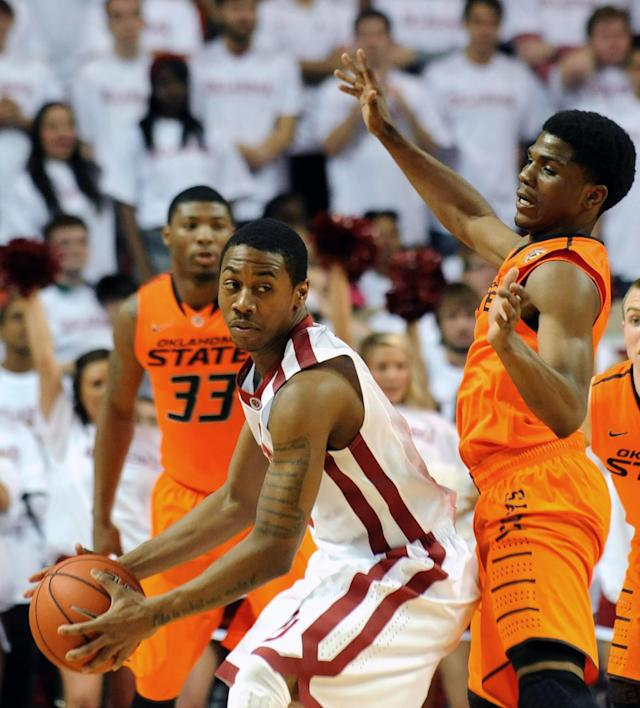 Oklahoma State's Stevie Clark, right, guards Oklahoma's Je'Lon Hornbeak during the first half of an NCAA college basketball game in Norman, Okla., Monday, Jan. 27, 2014. (AP Photo/Brody Schmidt)