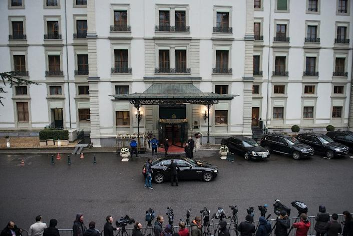Members of the press await the arrival of delegates at the Beau Rivage Palace Hotel on March 28, 2015 in Lausanne, Switzerland (AFP Photo/Brendan Smialowski)