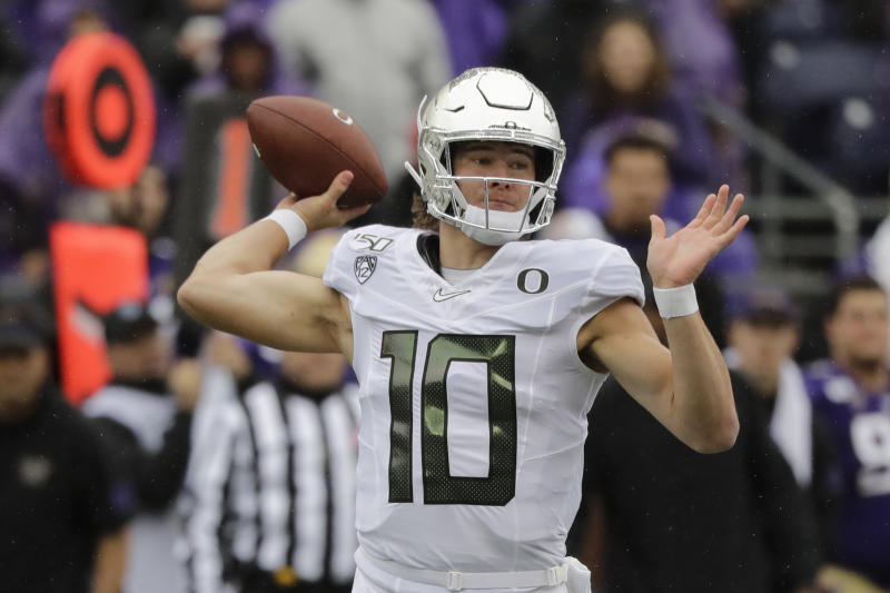 Oregon quarterback Justin Herbert passes against Washington in the first half of an NCAA college football game Saturday, Oct. 19, 2019, in Seattle. (AP Photo/Elaine Thompson)