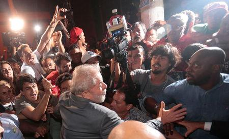 Lula supporters rally as arrest deadline looms