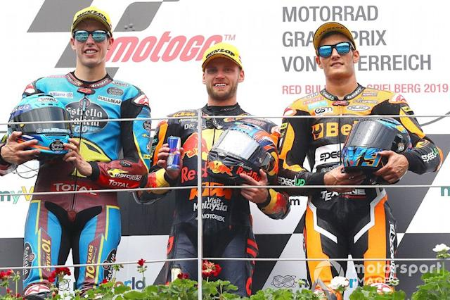 "Podio: ganador Brad Binder, KTM Ajo, segundo lugar Alex Márquez, Marc VDS Racing, tercer lugar Jorge Navarro, Speed Up Racing <span class=""copyright"">Gold and Goose / LAT Images</span>"