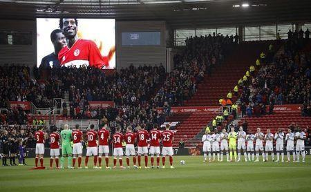 Britain Soccer Football - Middlesbrough v Sunderland - Premier League - The Riverside Stadium - 26/4/17 Middlesbrough players and fans during a minutes silence in memory of former player Ugo Ehiogu Reuters / Phil Noble Livepic