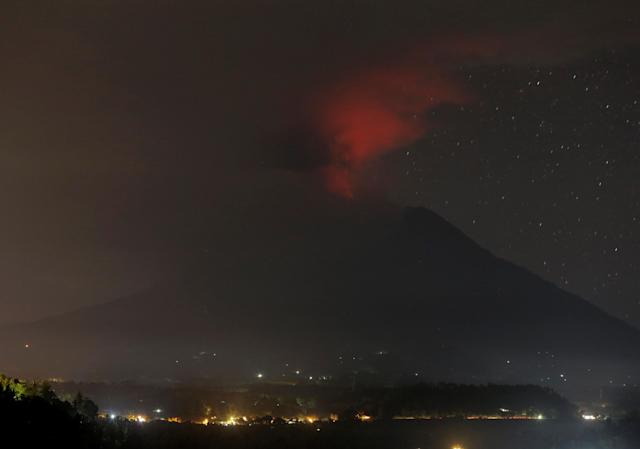 <p>Mount Agung volcano erupts as seen from Glumpang village, Karangasem, Bali, Indonesia on Nov. 26, 2017. (Photo: Johannes P. Christo/Reuters) </p>