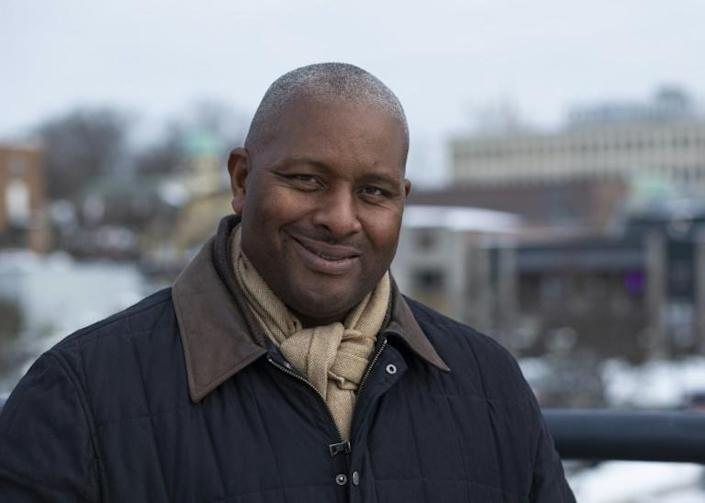 Dale Favors has had white mentors on Wall Street, but says knowing other African-American colleagues has been essential