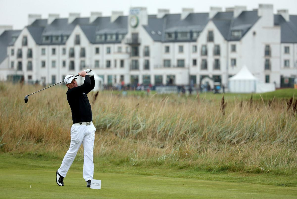 Former Australian cricketer Shane Warne plays off the second tee during the second round of the 2013 Alfred Dunhill Links Championship at the Carnoustie Golf Links on September 27, 2013 in Carnoustie, Scotland.  (Photo by Warren Little/Getty Images)