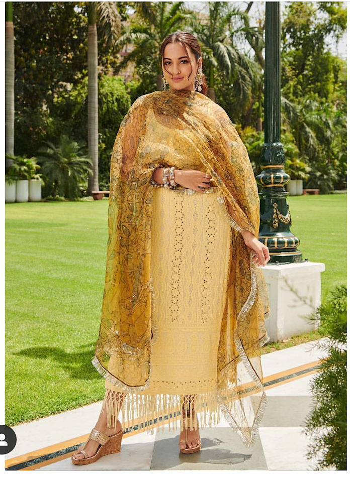 <p>Another actress busy hopping venues to promote her movie was Sonakshi, but the 'Kalank' actress did disappoint us with this boring look. The pale yellow sleeveless <em>kurti</em> has a silhouette that is not at all working for her and the printed dupatta, or shall we say the styling of it, appears cumbersome. We are speculating, she may have teamed up the <em>kurti</em> with cigarette pants but again the unnecessary addition of fringes at the hem of the <em>kurti</em> makes it impossible for us to arrive at a definite conclusion. </p>