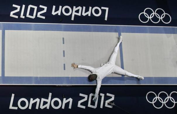 South Korea's Jinsun Jung celebrates his victory against Seth Kelsey of the U.S. at the end of their men's epee individual bronze medal fencing match at the ExCel venue during the London 2012 Olympic Games August 1, 2012.