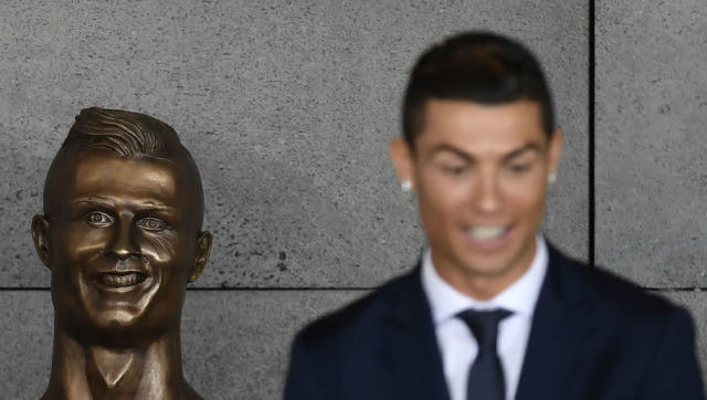 When the statue of Cristiano Ronaldo was revealed at an airport in the Portuguese town of Funchal, social media went into meltdown. The airport had been named after the Real Madrid superstar, however, the statue to go with the award was fairly...horrifying, to say the least. Yes, it does look a lot like Niall Quinn. Now, however, it has been revealed what detail Ronaldo wants altered. The sculptor, Emanuel Santos, speaking on the programme 'Que t'hi judges?', as per Sport, says the Portuguese...