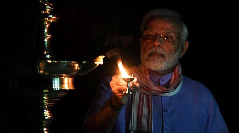 PM Narendra Modi Lights Lamp to Show His Support in Fight Against Coronavirus Pandemic; View Pics