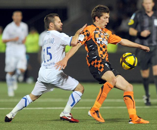 Auxerre's midfielder Frederic Sammaritano (L) vies with Lorient's defender Mathias Autret (R) during their French League 1 football match Lorient vs Auxerre, on the 29 May 2011, in Lorient, western France. Ausxerre won 2-1. AFP PHOTO FRANK PERRY. (Photo credit should read FRANK PERRY/AFP/Getty Images)