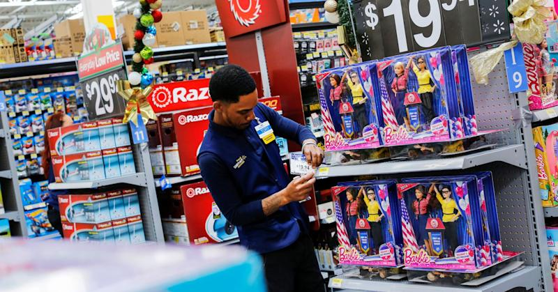 Walmart extends college benefits to high-schoolers