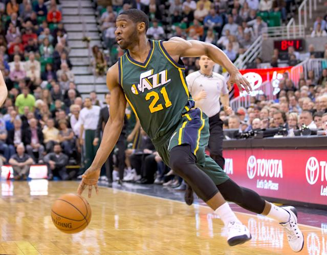 Sources: Denver Nuggets claim guard Ian Clark off waivers