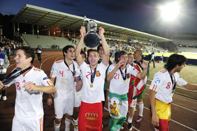 Cesar Azpilicueta (C) among other Spanish players celebrate with the trophy at the end of the UEFA Under-21 European Championship final match Spain vs Switzerland at the Aarhus Stadium, on June 25, 2011. Spain win the final with 2-0.AFP PHOTO/JONATHAN NACKSTRAND (Photo credit should read JONATHAN NACKSTRAND/AFP/Getty Images)