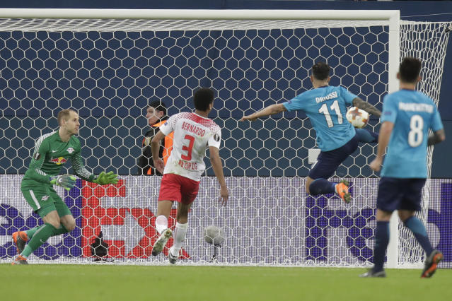 Zenit's Sebastian Driussi, 2nd from right, scores his side's first goal during the Europa League round of sixteen second leg soccer match between Zenit St. Petersburg and Leipzig, at the Saint Petersburg stadium in St.Petersburg, Russia, Thursday, March 15, 2018. (AP Photo/Dmitri Lovetsky)
