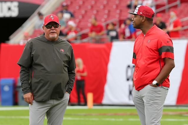 Bucs head coach Bruce Arians (left) and offensive coordinator Byron Leftwich have drawn praise from Tom Brady. (Photo by Cliff Welch/Icon Sportswire via Getty Images)