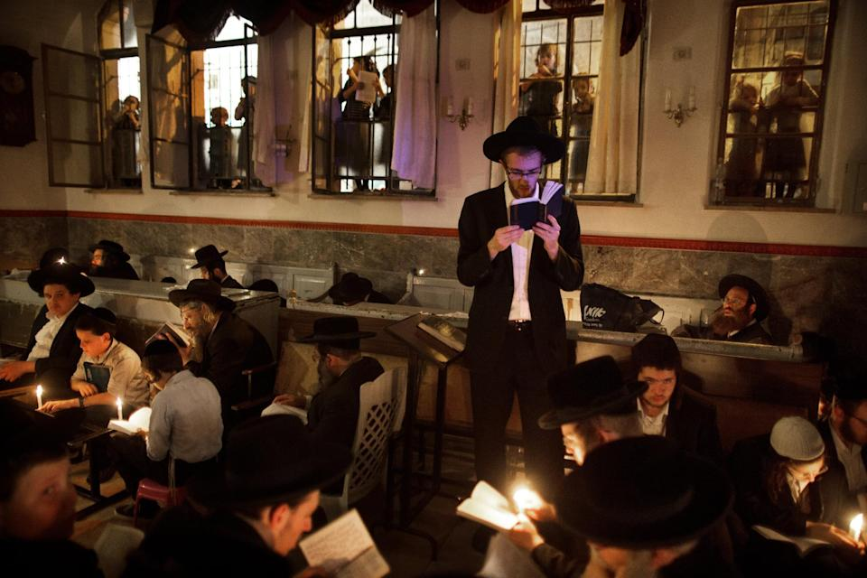 Ultra-Orthodox Jewish men in the neighborhood of Mea Shearim in Jerusalem on August 4, 2014 (AFP Photo/Menahem Kahana)