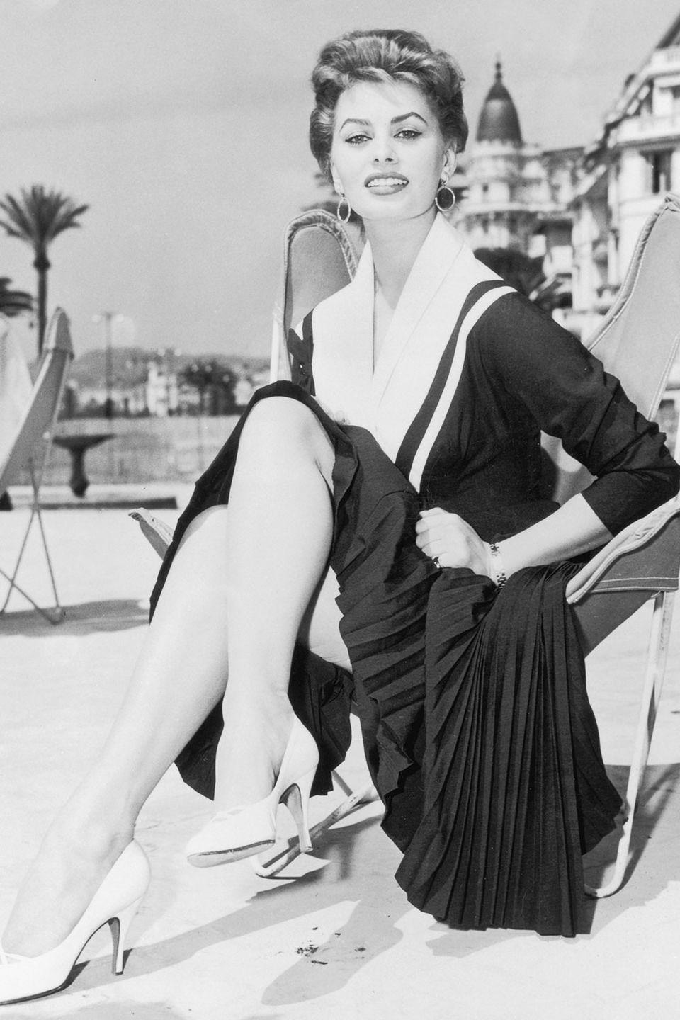 <p>Sophia Loren serving glamour in Cannes.</p>