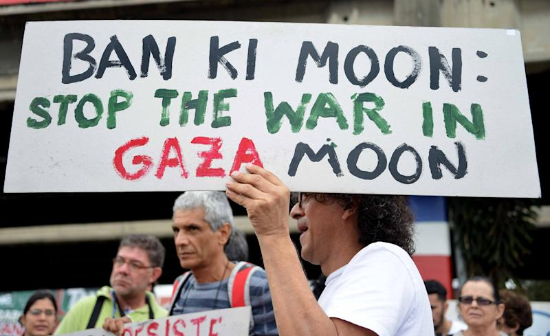 Activists demonstrate requesting that the UN Secretary General Ban Ki-moon intervene to bring peace to the conflict with Israel in the Gaza Strip, in San Jose, Costa Rica on July 30, 2014