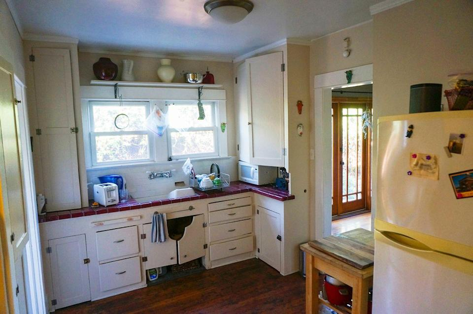 <p>Not only does this kitchen need some work aesthetically speaking, but it's also extremely cramped, with very little useable surface space. Time for a major upgrade. </p>