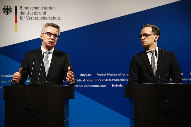 German Interior Minister Thomas de Maiziere (L) and German Justice Minister Heiko Maas attend a press conference in Berlin on January 10, 2017, on security reforms after the Berlin truck attack (AFP Photo/Odd ANDERSEN)