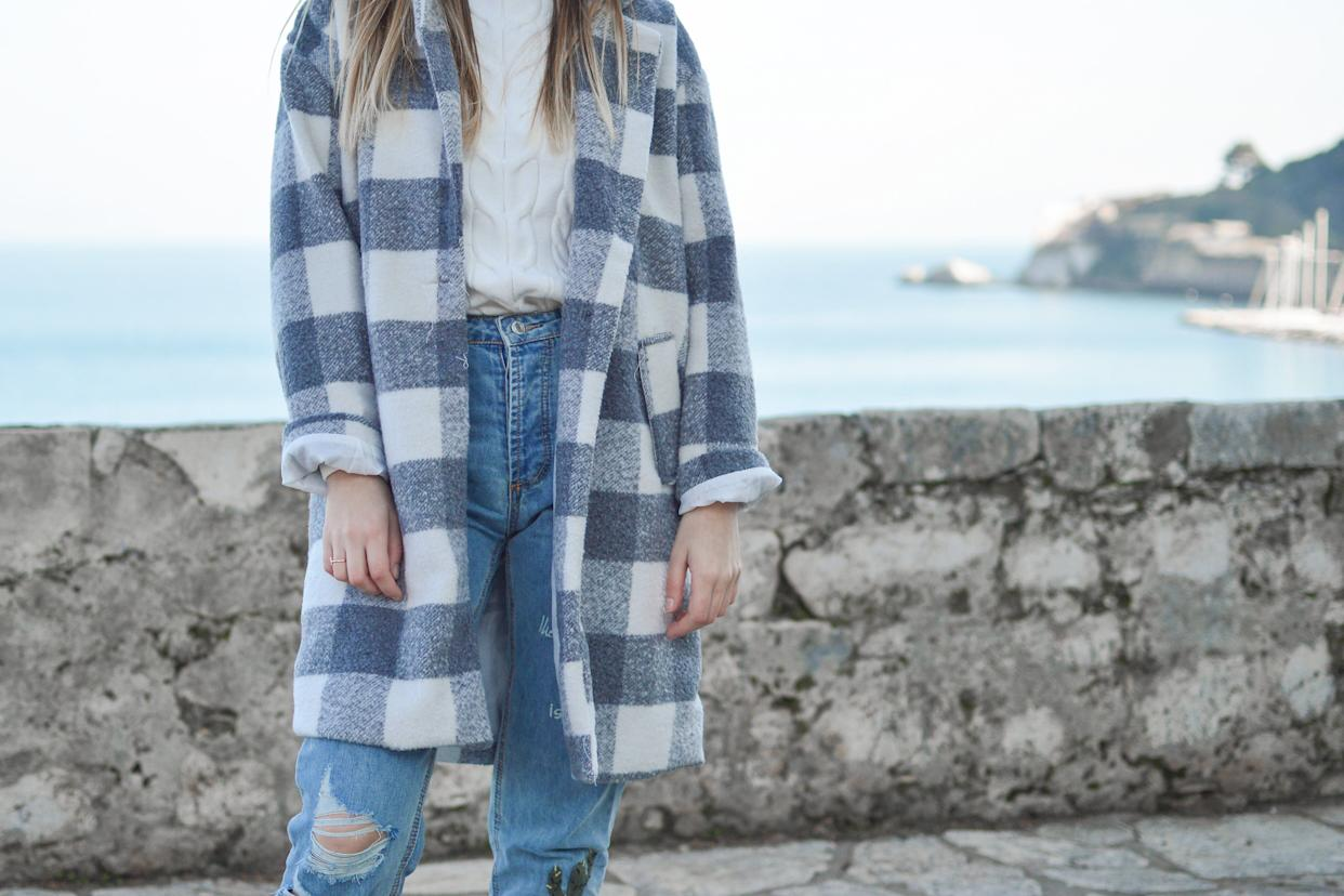 We found some of the best fall 2019 plaid coats for women. (Photo: Photo by Tamara Bellis on Unsplash)