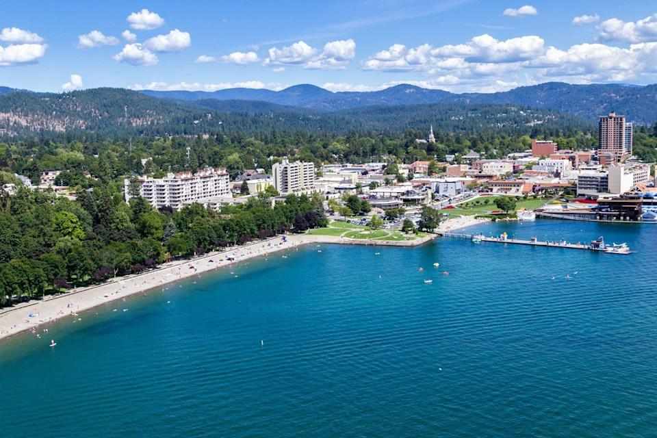 beautiful overview of the lake and city of coeur d' alene
