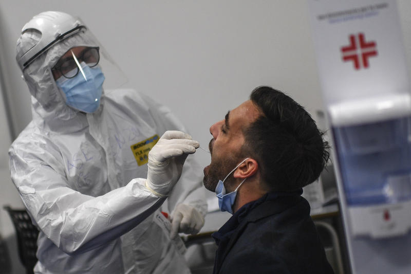 NAPLES, CAMPANIA, ITALY - 2020/09/28: Health worker collect swabs and conduct tests on passengers for coronavirus COVID-19 at the Capodichino airport in Naples. (Photo by Salvatore Laporta/KONTROLAB/LightRocket via Getty Images)