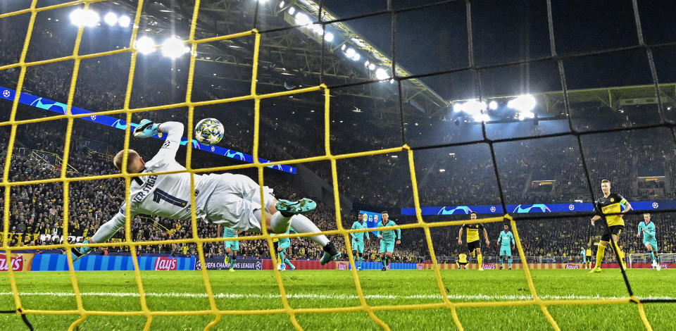 Barcelona's goalkeeper Marc-Andre ter Stegen, left, catches a penalty by Dortmund's Marco Reus, right, during the Champions League Group F soccer match between Borussia Dortmund and FC Barcelona in Dortmund, Germany, Tuesday Sept. 17, 2019. (AP Photo/Martin Meissner)