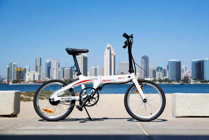 Air-33 is a zippy, foldable e-bike that weighs just 33 pounds