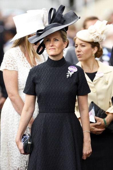 <p>Another Royal Ascot look, this time in an all-black color palette.</p>
