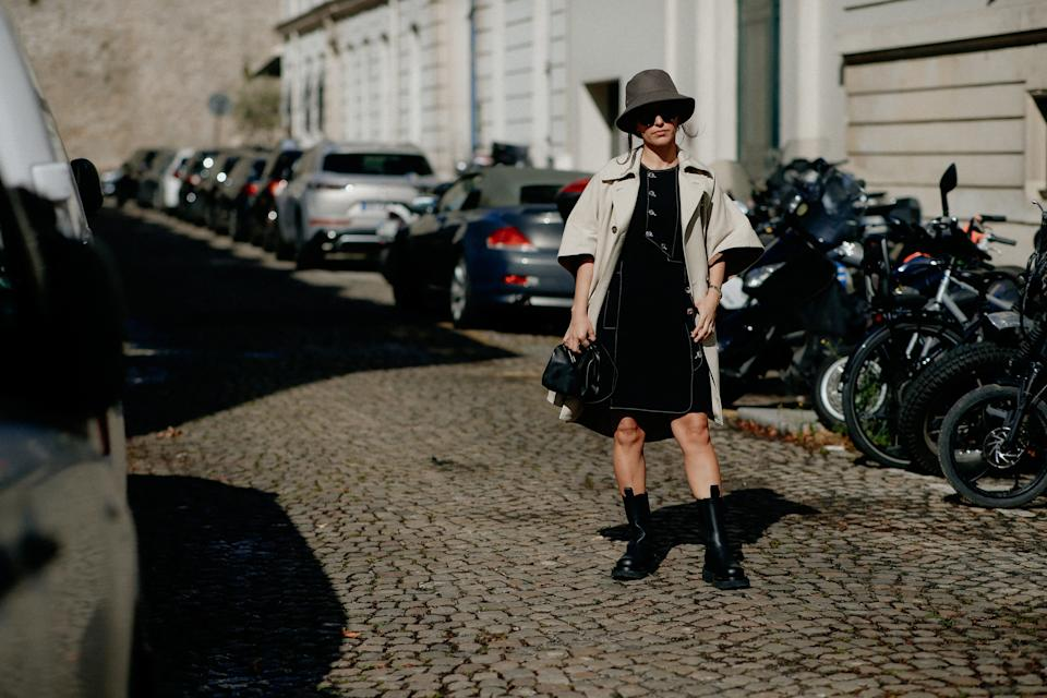 Street style, arriving at Rochas Spring Summer 2022 show, held at Hotel Mona Bismarck, Paris, France, on September 29th, 2021. Photo by Marie-Paola Bertrand-Hillion/ABACAPRESS/ddp images