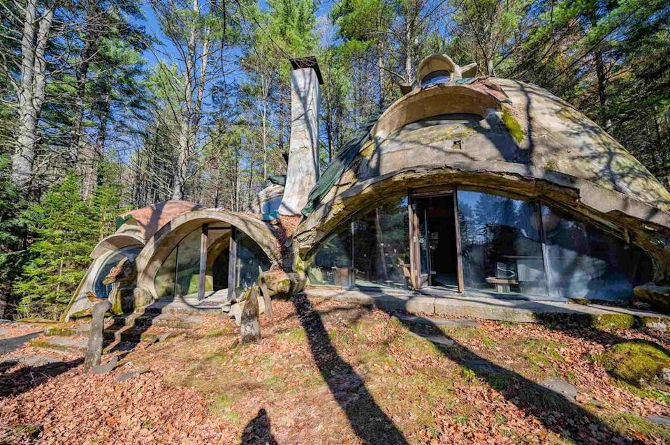 A 'hobbit' house created by an award-winning architect is now for sale. (SWNS)