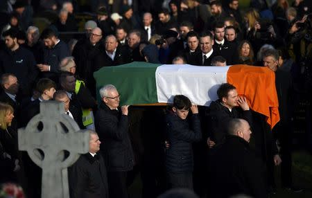 The coffin of Martin McGuinness is carried through crowded streets during his funeral in Londonderry, Northern Ireland, March 23, 2017.       REUTERS/Clodagh Kilcoyne