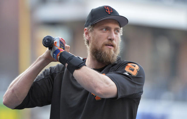 "Giants outfielder <a class=""link rapid-noclick-resp"" href=""/mlb/players/7963/"" data-ylk=""slk:Hunter Pence"">Hunter Pence</a> helped a Dodgers fan find closure after her father's death. (AP Photo)"