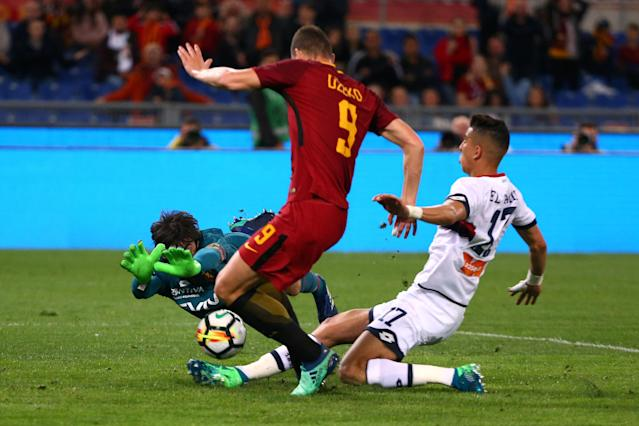 Soccer Football - Serie A - AS Roma vs Genoa - Stadio Olimpico, Rome, Italy - April 18, 2018 Genoa's Mattia Perin and Jawad El Yamiq in action with Roma's Edin Dzeko REUTERS/Alessandro Bianchi