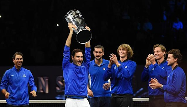 Roger Federer of Team Europe and his teammates celebrate with the Laver Cup trophy on September 24, 2017 in O2 Arena, in Prague (AFP Photo/Michal Cizek)