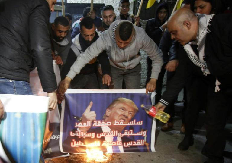 Palestinians oppose US President Donald Trump's Middle East peace plan, at a gathering in the Deheisheh refugee camp near the West Bank city of Bethlehem (AFP Photo/Musa Al SHAER)