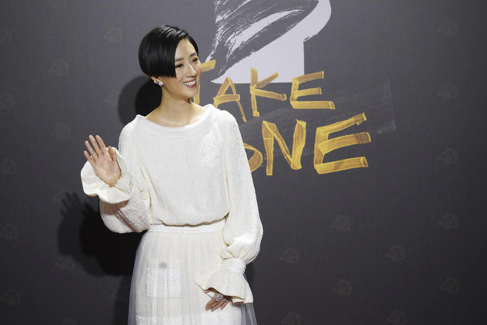 "Taiwanese actress Gwei Lun-mei arrives at the 57th Golden Horse Awards in Taipei, Taiwan, Saturday, Nov. 21, 2020. Gwei is nominated for Best Leading Actress for the film ""A Leg"" at this year's Golden Horse Awards. (AP Photo/ Billy Dai)"